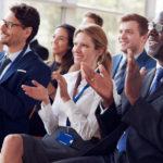 Glosa: Zatímco vy se mezi sebou nesnášíte, konkurence si vzájemně tleská