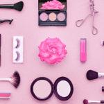 Co by nikdy nemělo chybět ve vaší kosmetické taštičce?