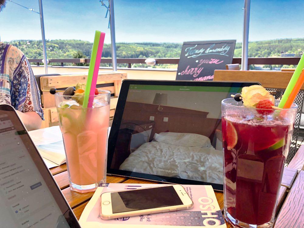 iPad PRO v praxi - může sloužit jako opravdu obří display k dětské chůvičce